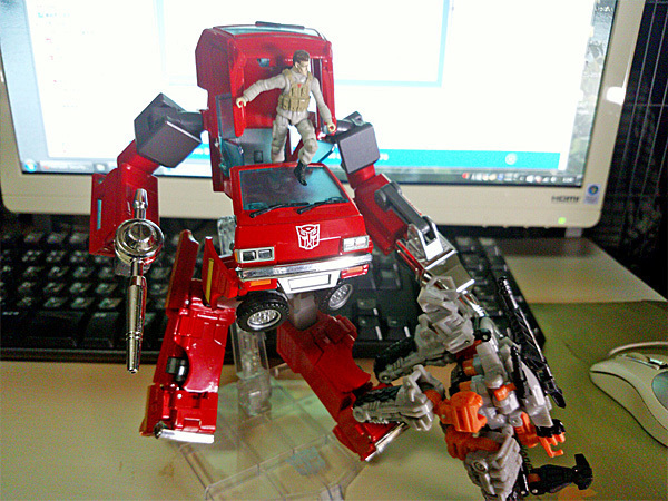 2016-02-11_tf-masterpiece_ironhide5.jpg