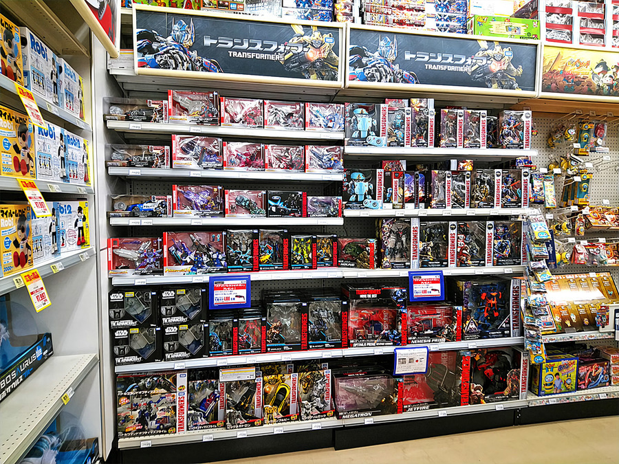 2018-04-22_transformers-studio-series2018_toysrus-field.jpg
