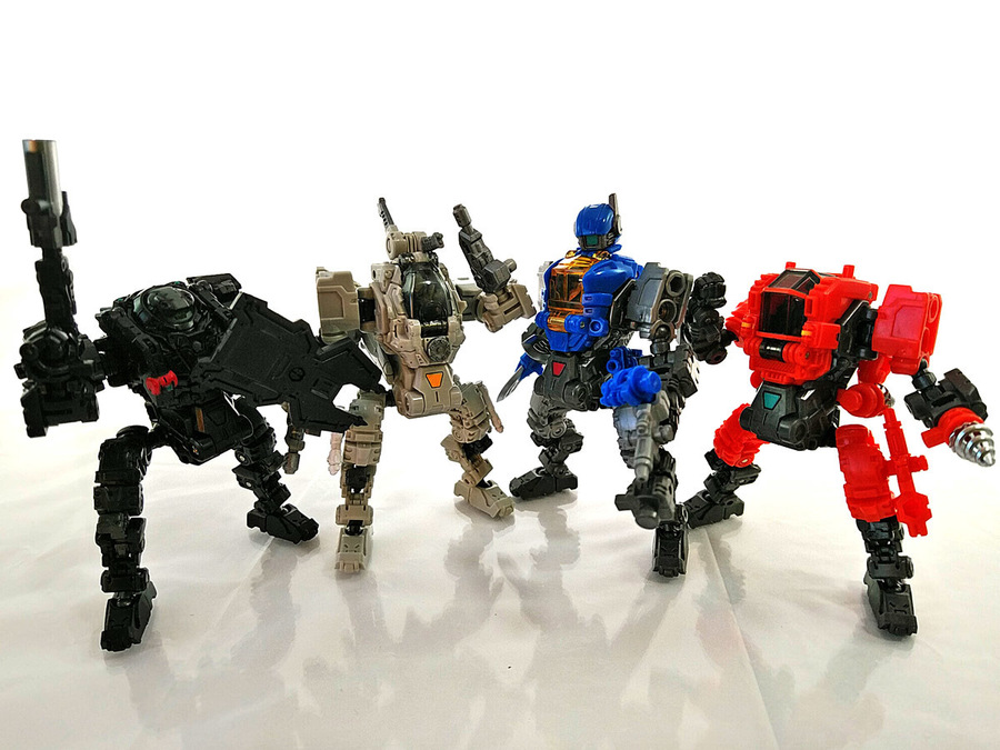 2018-12-22_diaclone-maneuvers_group-shot2.jpg