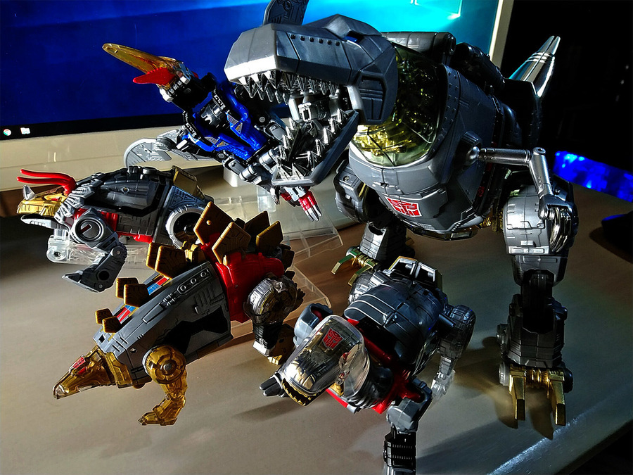 2019-01-24_transformers-masterpiece08_grimrock_and_dinobots1b.jpg